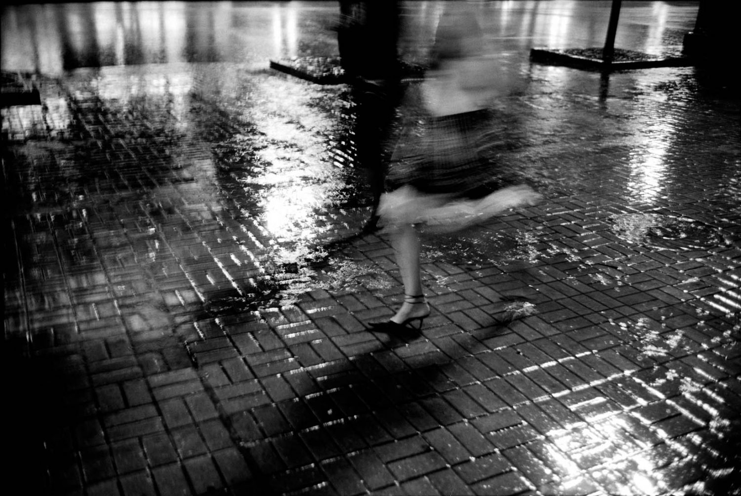 Ukraine Kiev, 27-08-2006 Beautiful en elegant woman legs on high heels in the rain PHOTO AND COPYRIGHT ROGER CREMERS