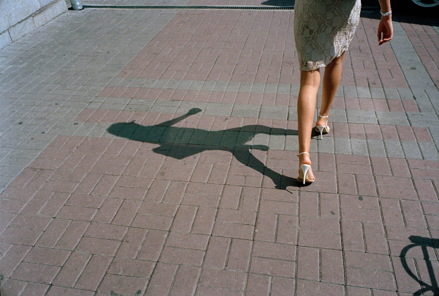 Oekraïne, Donetsk, 31-08-2006 Beautiful en elegant woman legs on high heels in the streets of Donetsk. PHOTO AND COPYRIGHT ROGER CREMERS