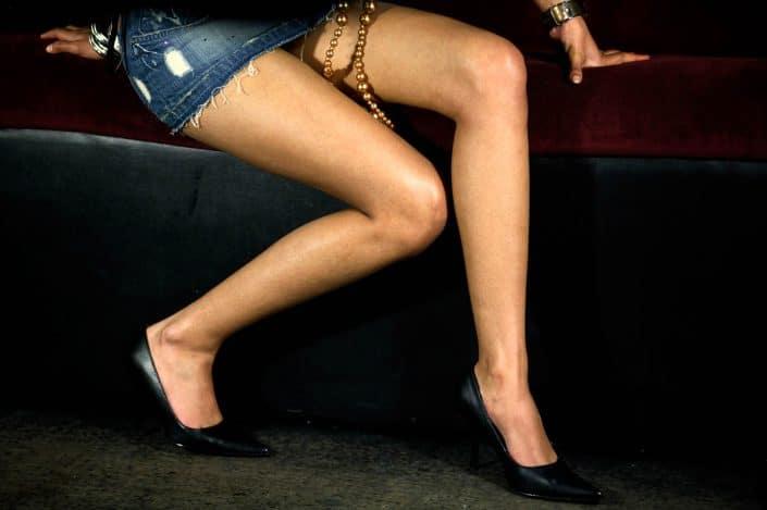 Nederland, Amsterdam, 04-02-2007 Benen In de Amsterdamse club 'Zebra Lounge' houd het hip-hop modellen en casting bureau Eye Candy Europe een casting dag voor eventueele toekomstige modellen. De dames worden in drie verschillende hoedanigheden gefotografeerd. PHOTO AND COPYRIGHT ROGER CREMERS