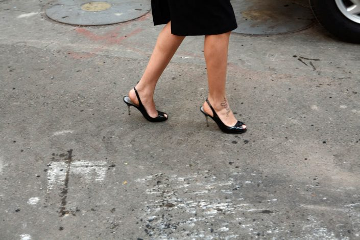 Verenigde Staten van Amerika, New York, 14-10-2008 Beautiful and elegant woman legs with tattoo and high heels on the streets of New York PHOTO AND COPYRIGHT ROGER CREMERS