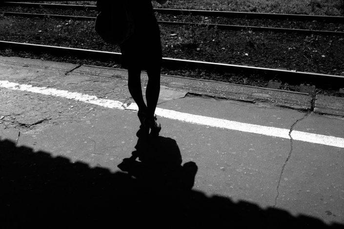 Polen, Zabrze, 03-06-2009 Benen op het perron van het station in Zabrze PHOTO AND COPYRIGHT ROGER CREMERS