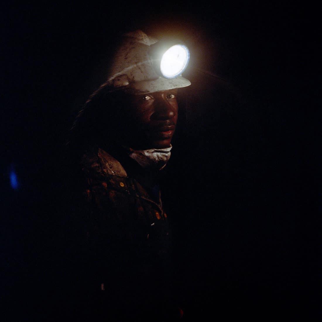 Zuid-Afrika, Delmas, 02-03-2010 South-Africa, Delmas, 02-03-2010 Delmas Coal South Shaft, secondaire mijnschacht van de Delmas mijn. Mijnwerkers ondergrods aan het werk. Delmas Coal Mine is an operating underground mine in South Africa. Miners working in th underground It is controlled/owned by Kuyasa Mining PHOTO AND COPYRIGHT ROGER CREMERS