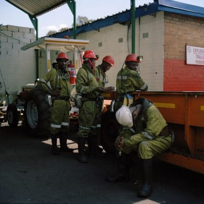 Zuid-Afrika, Witbank, 09-03-2010 South-Africa, Emalahleni, 09-03-2010 Greenside Coal mine is owned by AngloCoal. Greenside is a underground mine. Workers between shifts getting ready to go underground and getting back to surface again. PHOTO AND COPYRIGHT ROGER CREMERS