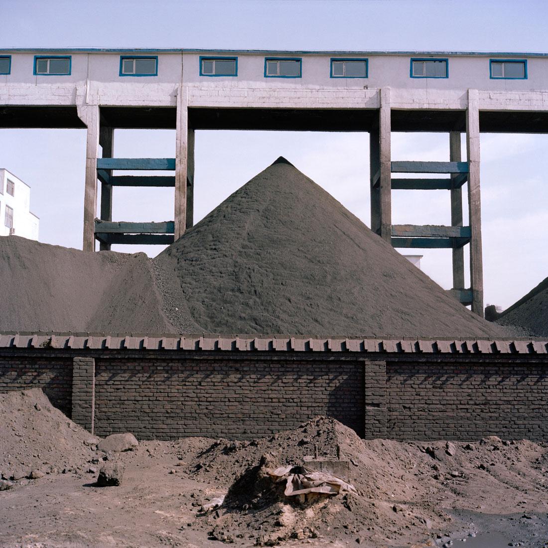 China, Binnen Mongolie, Wuhai, 09-03-2009 China, Inner Mongolia, Wuhai, 09-03-2009 Kolen wasserij op het Hainan district Xi Lai Feng Industry Park. PHOTO AND COPYRIGHT ROGER CREMERS