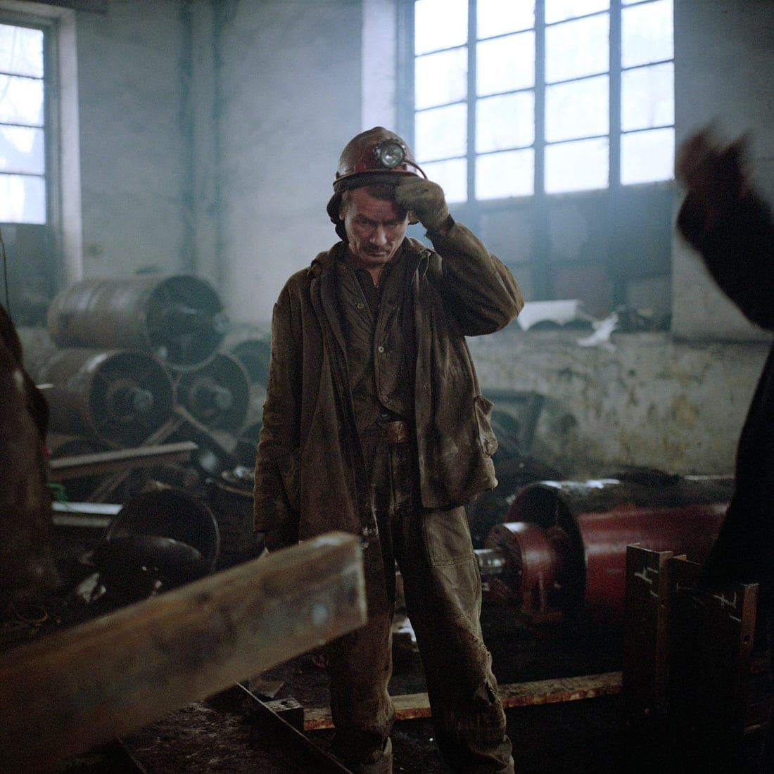 Oekraine, Donetsk, 30-11-2007 De Kujbyshevskaya mijn in het Azotny district in het westen van Donetsk. In de werkplaats worden metalen constructie's gelast. PHOTO AND COPYRIGHT ROGER CREMERS