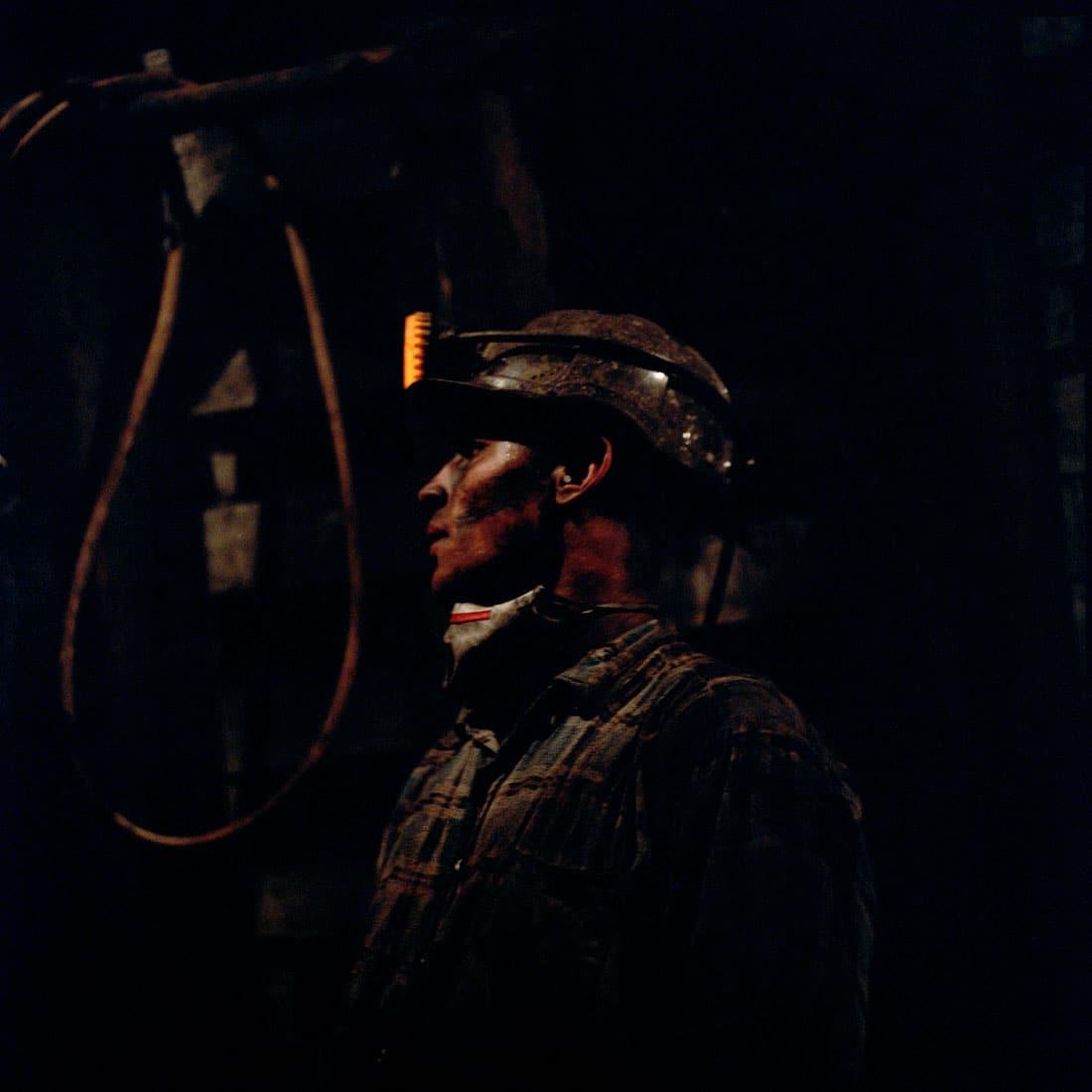 Polen, Knurow, 08-05-2008 Steenkolen mijn KWK Szczyglowice in Knurow. Op 900 meter diepte wordt een nieuwe gangenstelsel gemaakt. Dit stelsel dat onder aan de schacht 'przecznica II' ligt verbind de kolenvelden op 850 en 1050 meter diepte. Mijnwerkers werken een jaar of 5 aan de voorbereidingen voordat de het kolenveld gewonnen kan worden. PHOTO AND COPYRIGHT ROGER CREMERS