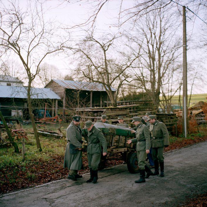Belgie, Cobru, 09-12-2011 de 66 herdenkingdag van 'The battle of the Bulge', het Ardennenoffensief. In het dorpjes Recogne en Cobru, een deelgemeente van Bastogne (Bastenaken) wordt door reenactors de slag nagespeeld. In het dorp Recogne bevinden zich de amerikaanse militairen. In het nabijgelegen dorp Cobru liggen de Duitse militairen. Deelnemers komen uit Belgie, nederland, Frankrijk, Polen, Duitsland en Italie. Het evenement wordt georganiseerd door Dutyfirst. PHOTO AND COPYRIGHT ROGER CREMERS