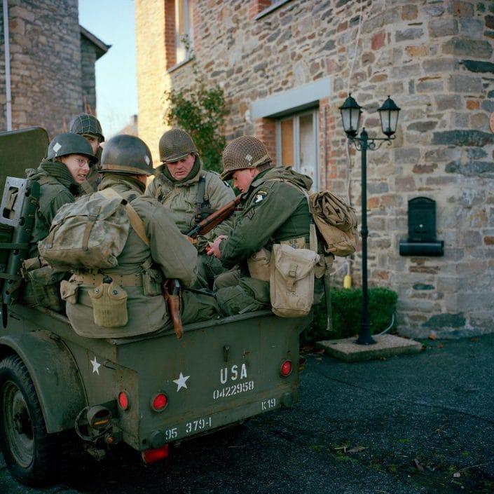 Belgie, Recogne, 10-12-2011 de 66 herdenkingdag van 'The battle of the Bulge', het Ardennenoffensief. In het dorpjes Recogne en Cobru, een deelgemeente van Bastogne (Bastenaken) wordt door reenactors de slag nagespeeld. In het dorp Recogne bevinden zich de amerikaanse militairen. In het nabijgelegen dorp Cobru liggen de Duitse militairen. Deelnemers komen uit Belgie, nederland, Frankrijk, Polen, Duitsland en Italie. Het evenement wordt georganiseerd door Dutyfirst. PHOTO AND COPYRIGHT ROGER CREMERS