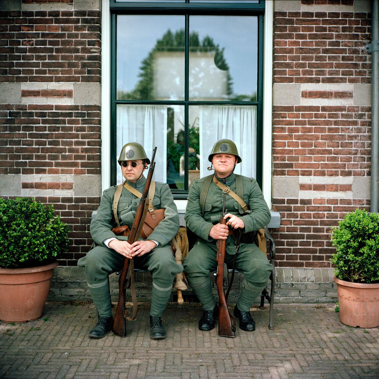 Nederland, Wognum, 08-05-2011 tijdens de mobilisatie van het Nederlandse leger (op station Wognum) In het weekend van 7 en 8 mei zal de Museumstoomtram Hoorn-Medemblik in samenwerking met verschillende verenigingen op het gebied van Levende Geschiedenis en de gemeente Medemblik het spoor tussen Hoorn en Medemblik volledig terugbrengen in de sfeer van de jaren '40 - '45. Op station Hoorn stapt u in de stoomtram om vervolgens op elk station een kijkje te kunnen nemen in verschillende periodes van de Nederlandse oorlogsjaren. PHOTO AND COPYRIGHT ROGER CREMERS
