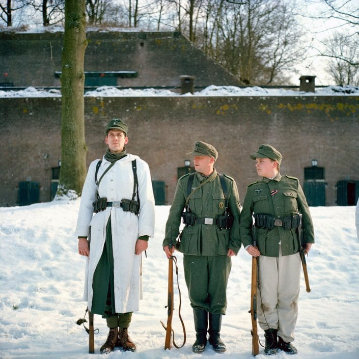 Nederland, Bunnik, 31-01-2010 Maandelijke oefen dag van Nederlandse Re-Enactors op Fort Vechten in Bunnik. Diversen re-enactor groepen komen samen en trainen voor demonstraties. Duitse 'soldaten' trainen in de sneeuw. German Soldiers are training in the snow. Monthly traing of Dutch Re-Enaction groups at the Fortress Vechten in Bunnik. Every last Sunday of the month groups are getting together for a training. PHOTO AND COPYRIGHT ROGER CREMERS