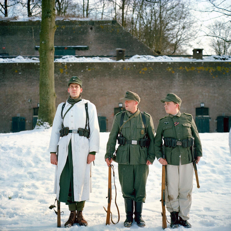 Nederland, Bunnik, 31-01-2010 Maandelijke oefen dag van Nederlandse Re-Enactors op Fort Vechten in Bunnik. Diversen re-enactor groepen komen samen en trainen voor demonstraties. Duitse 'soldaten' trainen in de sneeuw. German Soldiers are training in the snow. Monthly traing of Dutch Re-Enaction groups at the Fortress Vechten in Bunnik. Every last Sunday of the month groups are getting together for a training. PHOTO AND COPYRIGHT ROGER CREMERS