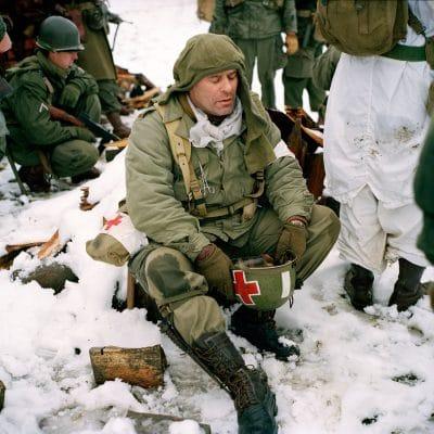 Belgie, Recogne, 12-12-2010 de 66 herdenkingdag van 'The battle of the Bulge', het Ardennenoffensief. In het dorpjes Recogne en Cobru, een deelgemeente van Bastogne (Bastenaken) wordt door reenactors de slag nagespeeld. In het dorp Recogne bevinden zich de amerikaanse militairen. In het nabijgelegen dorp Cobru liggen de Duitse militairen. Deelnemers komen uit Belgie, nederland, Frankrijk, Polen, Duitsland en Italie. Het evenement wordt georganiseerd door Dutyfirst. PHOTO AND COPYRIGHT ROGER CREMERS