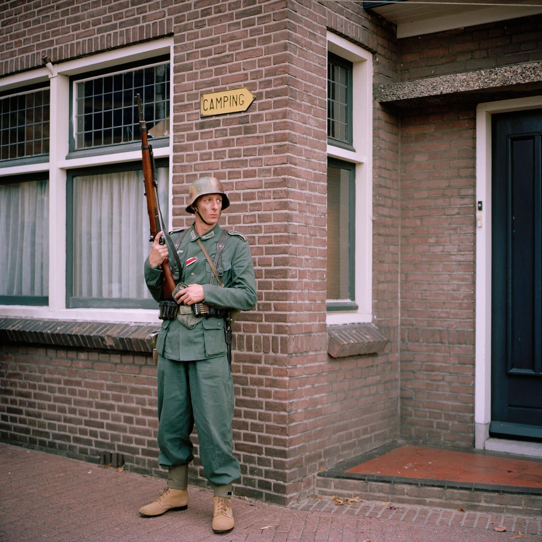 Nederland, Hengelo (Gelderland), 30-08-2009 Het Achterhoeks Museum 1940-1945 in hengelo Gld. organiseerd de Slag om de Achterhoek. Britse Soldaten The war museum Het achterhoeks Museum 1940-1945 organised a re-enactment battle around the church in Hengelo (Gelderland). British soldiers from WO II PHOTO AND COPYRIGHT ROGER CREMERS