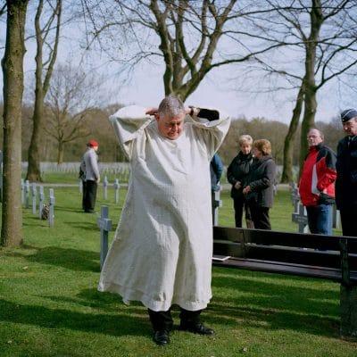 Nederland, Ysselsteyn, 17-04-2012 Herbegrafenis van Duitse Soldaten uit de Tweede Wereld Oorlog. De begrafenis vond plaats in het bijzijn van familie van een van de slachtoffer, Duitse en Nederlandse Militairen en schoolkinderen. De Duitse militaire begraafplaats in Ysselsteyn (Limburg) is de grootste militaire begraafplaats in Nederland. Het is de enige Duitse militaire begraafplaats in Nederland. Er liggen voornamelijk omgekomen Duitse militairen van de Tweede Wereldoorlog begraven. PHOTO AND COPYRIGHT ROGER CREMERS