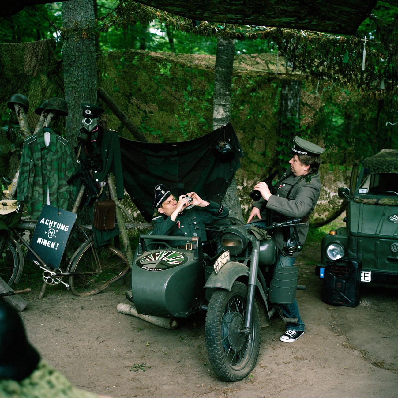 Poland, Gierloz,2011 Wolf's Lair (German: Wolfsschanze) was Adolf Hitler's first Eastern Front military headquarters in World War II.The complex, which would become one of several Führerhauptquartiere (Führer Headquarters) located in various parts of occupied Europe, was built for the start of Operation Barbarossa - the invasion of the Soviet Union - in 1941. It was constructed by Organisation Todt. De Wolfsschanze was een hoofdkwartier van Adolf Hitler tijdens de Tweede Wereldoorlog. Naast de Führerbunker bevonden zich in het complex ook gebouwen voor andere nazi-kopstukken, de lijfwachten van de Führer en eventuele gasten. De Ingang van Bunker nummer 13, de bunker van Adolf Hitler PHOTO AND COPYRIGHT ROGER CREMERS