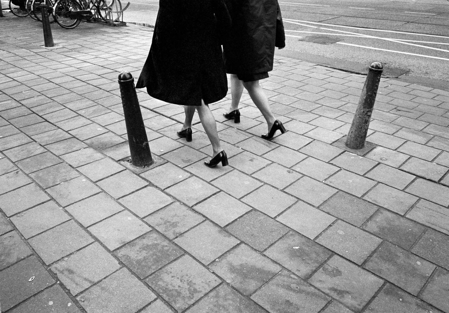 Nederland, Amsterdam, 10-01-2000 Beautiful en elegant woman legs on high heels in the streets of Amsterdam PHOTO AND COPYRIGHT ROGER CREMERS