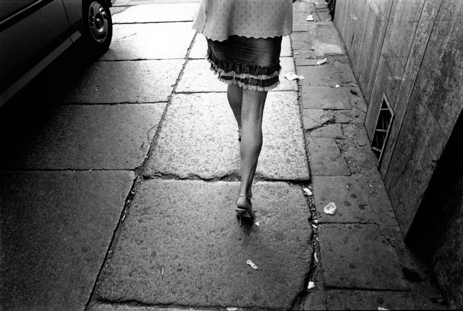 Polen, Scszecin, 27-07-2004 Beautiful en elegant woman legs on high heels in the streets of Scszecin Poland. PHOTO AND COPYRIGHT ROGER CREMERS