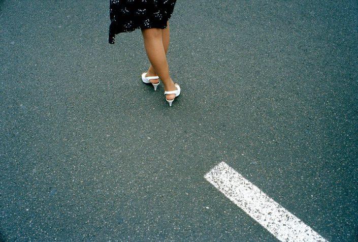 Oekraine, Kiev, 23-08-2006 Benen in Kiev, Beautiful en elegant woman crossed legs on high heels in the streets of Kiev PHOTO AND COPYRIGHT ROGER CREMERS