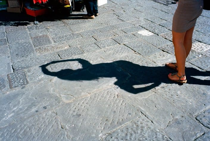 Italie, Florence, 23-09-2011 Beautiful woman legs with a shadow in Florence PHOTO AND COPYRIGHT ROGER CREMERS