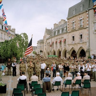 Frankrijk, Carenten, 02-06-2012 Reenactors in the city centre of Carentan at the Carentan Liberty March. At the end of the March the reenactors meet some American Veterans at the Place de la Republique. PHOTO AND COPYRIGHT ROGER CREMERS