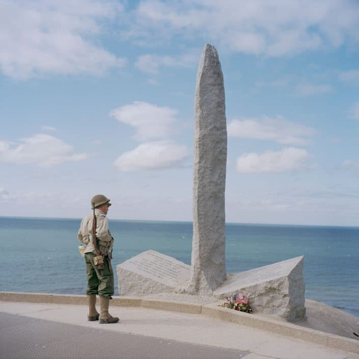 Frankrijk, Pointe Du Hoc, 03-06-2012 Pointe du Hoc Ranger Monument with a american reenactor Among the first landing troops at Omaha Beach were also men of the 2nd battalion of American Rangers. They were at the most eastern part of Omaha Beach landing. From this place they went inland and then draw the German defenders at Pointe-du-Hoc in the back to attack. PHOTO AND COPYRIGHT ROGER CREMERS