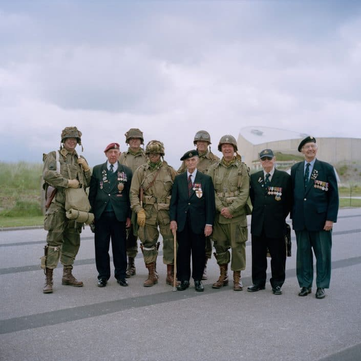 Frankrijk, La Madeleine, 03-06-2012 Reenactors and Veterans posing for a camera The 'Musee du Debarquement d'Utah Beach' (Utah Beach Landing Museum) is set up at the site of the U.S. landing on the 6th of june 1944 at Utah Beach. Reenactors pose on the beah PHOTO AND COPYRIGHT ROGER CREMERS