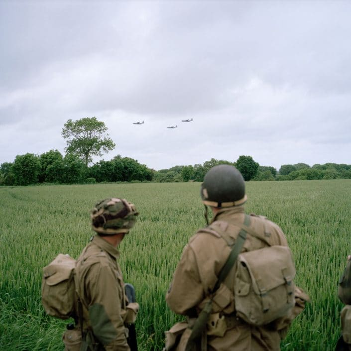 Frankrijk, Saint-Marie du Mont, 06-06-2012 Reenactors at Statue of 'Band of Brothers' hero Richard Winters Three c-130 Hercules planes fly over PHOTO AND COPYRIGHT ROGER CREMERS