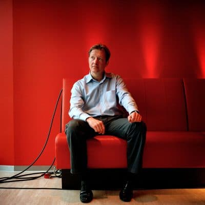 Rick Nieman, Nederlandse televisiepresentator. Na zijn middelbareschooltijd vertrok hij op 17-jarige leeftijd naar de Verenigde Staten om daar aan de Roosevelt University in Chicago journalistiek te studeren. Later haalde hij aan de University of Southern California in Los Angeles een Master of Arts in internationale betrekkingen. Hij begon zijn carrière als financieel verslaggever, eerst bij European Business Weekly, later bij CNN in Londen. Sinds 1996 presenteert hij het RTL Nieuws. PHOTO AND COPYRIGHT ROGER CREMERS