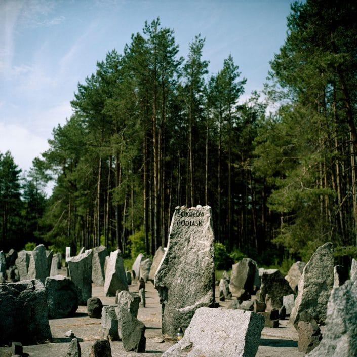 Poland, Treblinka, 01-06-2011 Treblinkawas aNazi Germanextermination campinoccupied PolandduringWorld War II, near the village ofTreblinkain the modern-dayMasovian VoivodeshipofPoland. BetweenJuly 22, 1942andOctober 19, 1943,around 900.000 people were killed there. Treblinkais de naam van tweeconcentratiekampen: Treblinka I, eenwerkkampen Treblinka II, eenvernietigingskampdie respectievelijk in 1941 en 1942 gebouwd werden nabij hetPoolsedorpTreblinkain het noordoosten van Polen. Er werden 900.000 mensen vermoord. PHOTO AND COPYRIGHT ROGER CREMERS