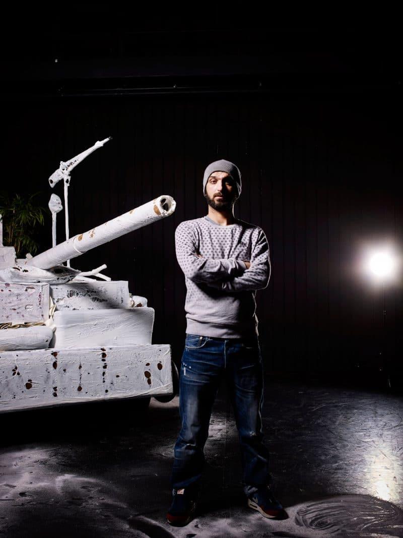 Portrait of actor Sadettin Kirmiziyüz on the set of 'DE RADICALISERING VAN SADETTIN K.' in FRASCATI for NRC Handelsblad Cultureel Supplement