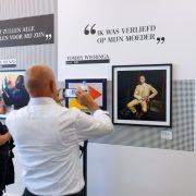 Nederland, Zwolle, 14-10-2017 Museum de Fundactie in Zwolle. Expositie FRÉNK VAN DER LINDEN - ONDER HOLLANDSE HELDEN Tommy Wieringa PHOTO AND COPYRIGHT ROGER CREMERS